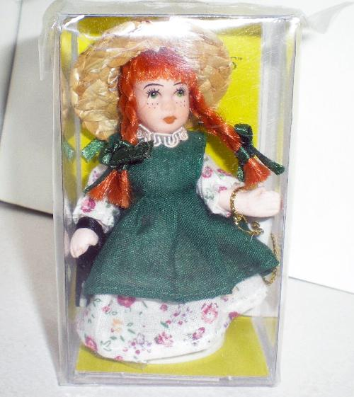 赤毛のアン 3インチの磁器人形
